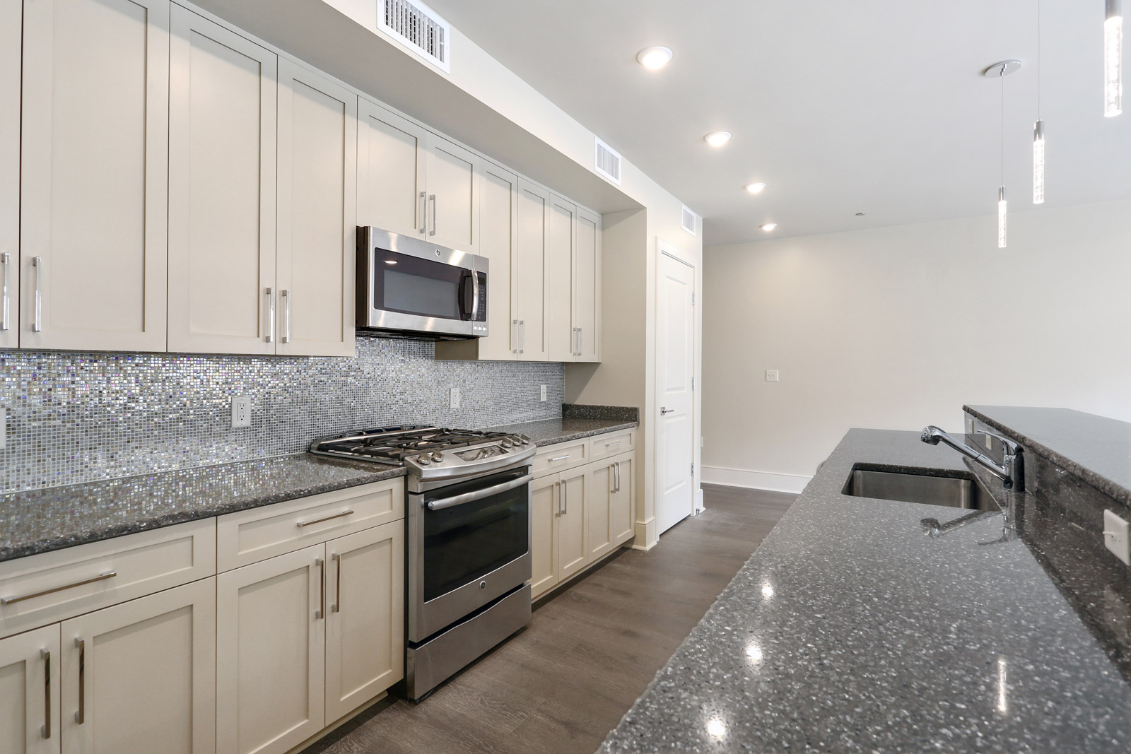 Refinery Orleans Properties 701 South Peters Warehouse District Apartments For Sale New Orleans Louisiana